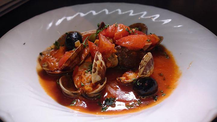 アサリのワイン煮 ナポリ風と三重県産 大はまぐりのブルゴーニュ風