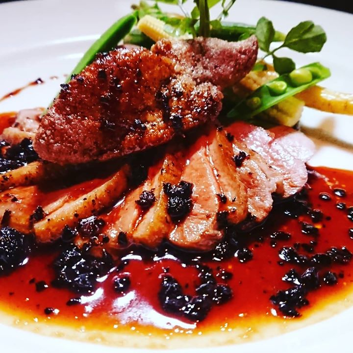 鴨肉のロースト フォアグラソテー添え ペリグーソースです。
